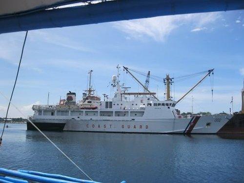 菲律宾海警船可能在台风季节暂时撤离黄岩岛