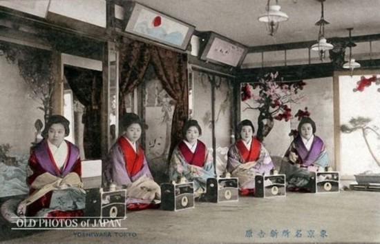 古代的日本妓院通常分为三级,第一级叫大店,第二级的叫中店,第三级的
