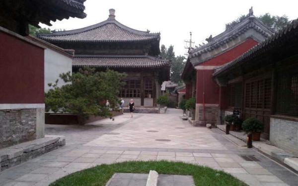 故宫附近寺庙变豪华会所不让百姓进 可坐龙椅