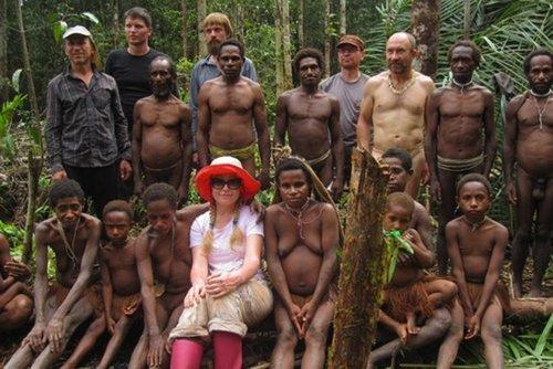 徐州流浪老汉与女乞丐-岛食人族 部落女人等级次于男人和猪图片