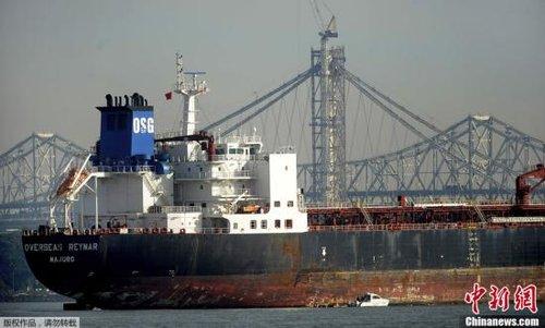一艘油轮撞上旧金山湾区大桥桥柱 幸无伤亡(图)