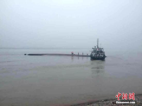 长江翻沉客轮有11名浙江游客搭乘 4人身份确认