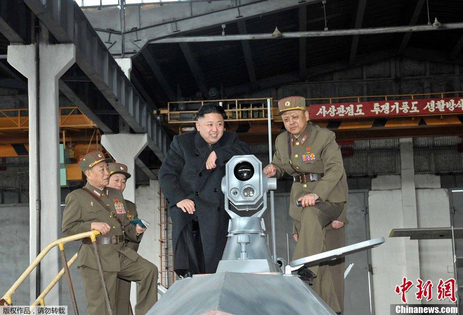 组图:金正恩查看朝鲜部队自行研制武器