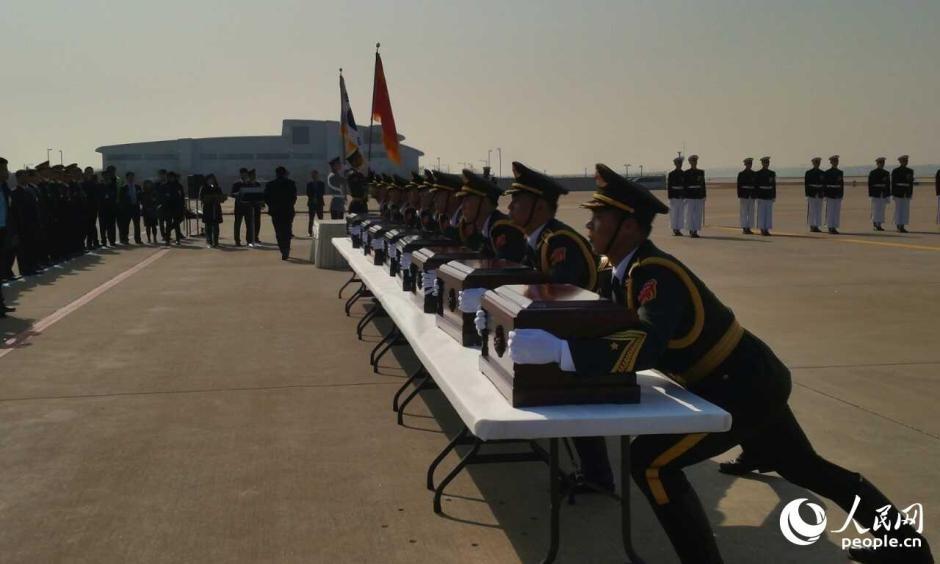 组图:韩国今日再次向中国移交68具志愿军遗骸 - 海阔山遥 - .