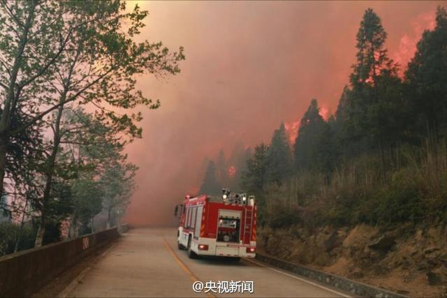 福建周宁发生森林大火 直升机参与救援