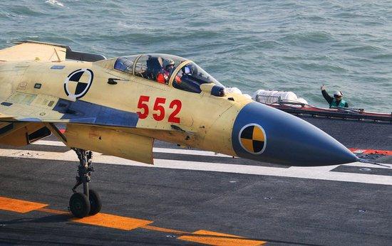 歼15训练大纲已制定 飞行员飞行时数超1000小时