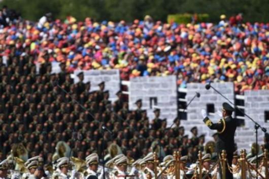 图片说明:军乐团在演唱歌曲