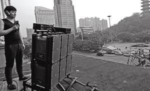 温州小区住户凑26万买高音炮 还击广场舞大妈