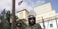 叙利亚防暴警察在大马士革美国驻叙利亚大使馆前执勤
