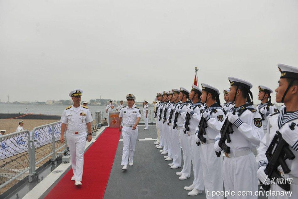 组图:美国海军上将登上辽宁舰参观 - 海阔山遥 - .