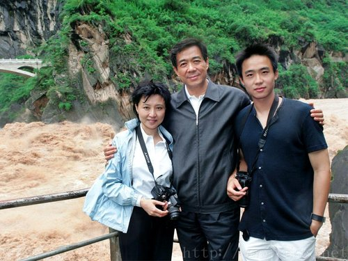 明泽和薄瓜瓜同校吗_英媒称薄熙来之子薄瓜瓜否认已返回中国