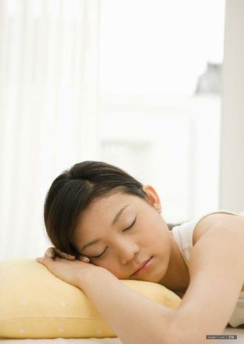 养生:12个妙招帮你睡安稳觉 夜里不在辗转反侧