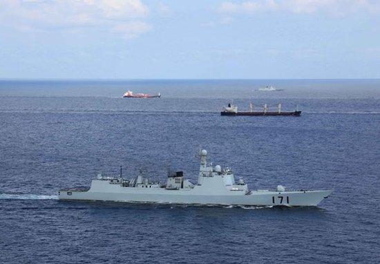 海军亚丁湾护航编队为中国4艘远洋捕鱼船护航