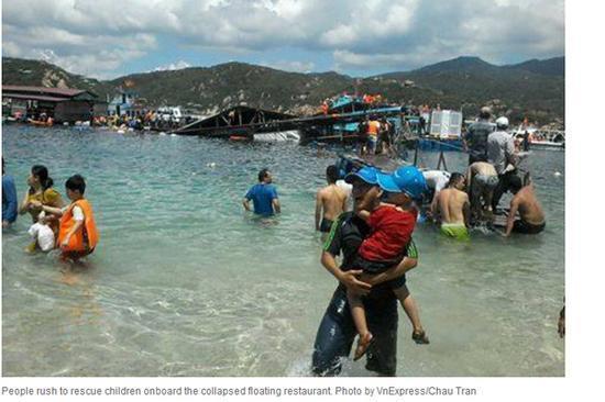 台媒:越南水上餐厅沉没 300名食客瞬间落水(图)