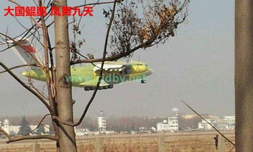 我国首款自主战略大型运输机运-20首飞成功