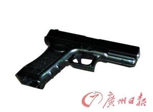 广州盗车团伙持枪拒捕 与警方对射十余枪(图)