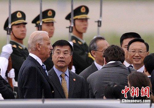 美驻华大使骆家辉迎接美国副总统拜登