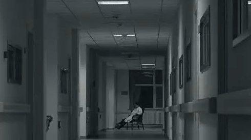 这部入围柏林的纪录片,告诉我们精神病人有时活得更清醒