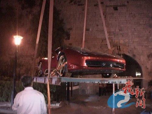法拉利南京明城墙上试车 致600年古董墙砖损伤