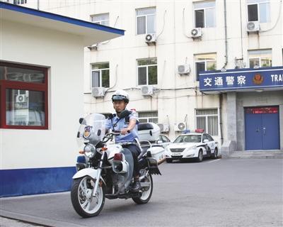 北京朝阳交通支队亚运村大队交警敖翔:幽默执法成网红 碰上好捧哏