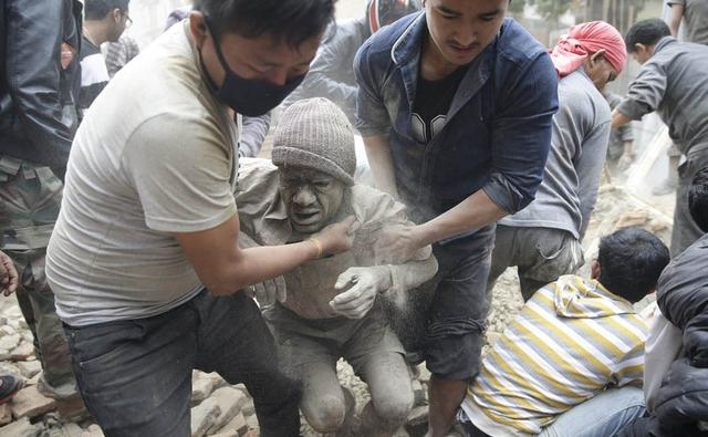 中国多只救援队集结前往尼泊尔