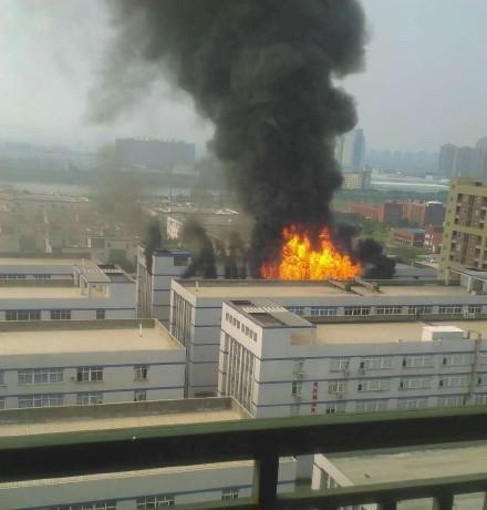 武汉易燃品仓库起火致4死1伤 企业负责人被控制