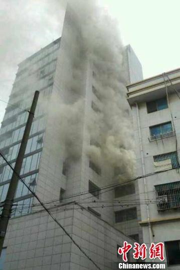 浙江长兴县建设局发生火灾 目前未有人员伤亡