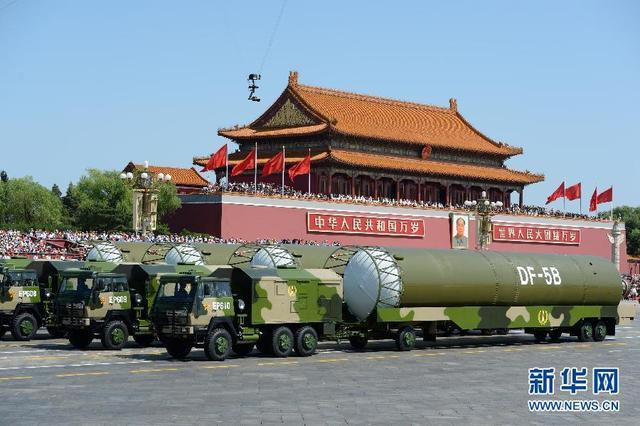 核导弹第二方队接受检阅