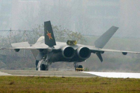 空军专家:中国未来20年投3000亿造飞机发动机