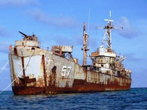 菲媒称中国5艘舰船抵近仁爱礁 海军护卫舰在列
