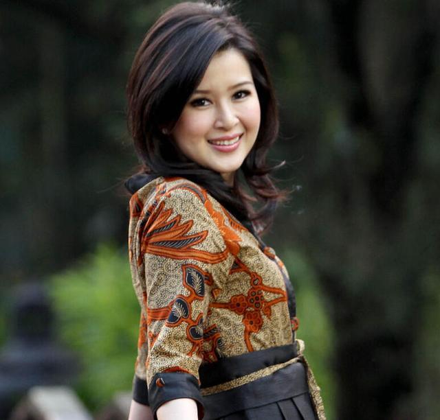 印尼32岁前美女主播组建新政党 系三国混血图