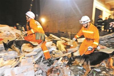 河南坍塌或因千斤顶抬升房屋 工人称未受培训