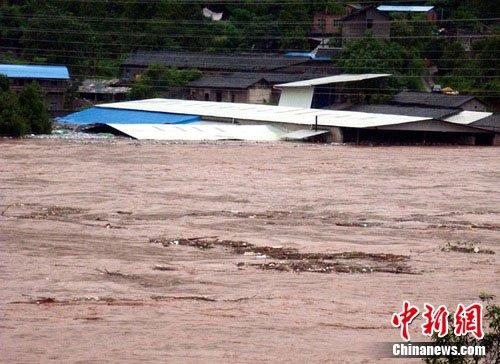 四川平昌暴雨造成大面积停电 9万人受影响