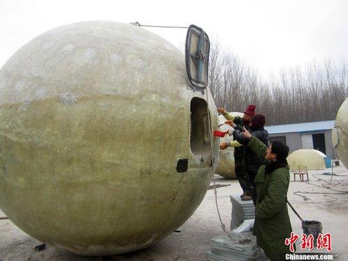 """河北一农民自制救援""""诺亚方舟"""" 可储两吨粮一吨水"""
