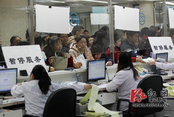 湖南一医院网络故障 千名病友排队2小时候诊