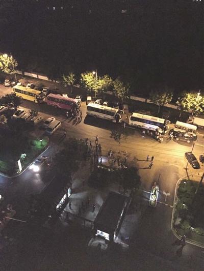 南京警方端掉特大传销团伙 落网者装满20辆大巴