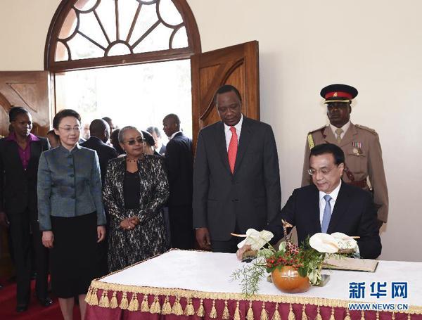 李克强与肯尼亚总统肯雅塔举行会谈