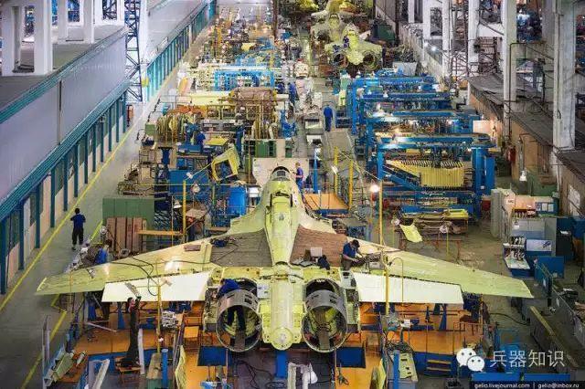 军工生产能力差距明显,中美俄最顶尖战机组装线对比!