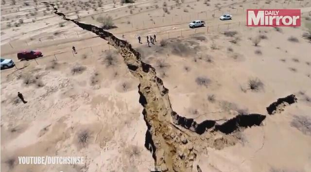 实拍墨西哥农田现巨大神秘裂缝