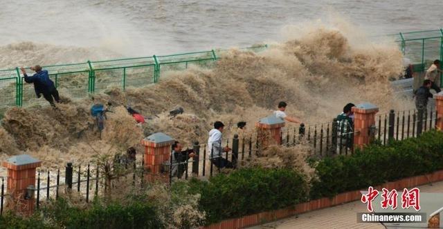 钱塘江大潮依然凶猛 观潮客被潮水冲散2014.10.29 - fpdlgswmx - fpdlgswmx的博客
