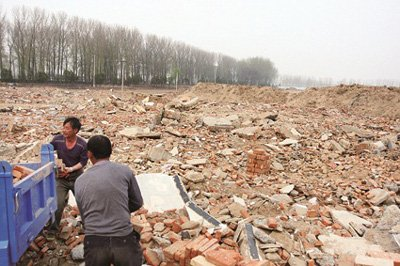 北京20亩耕地变渣土场 村民称多次举报未果(图)
