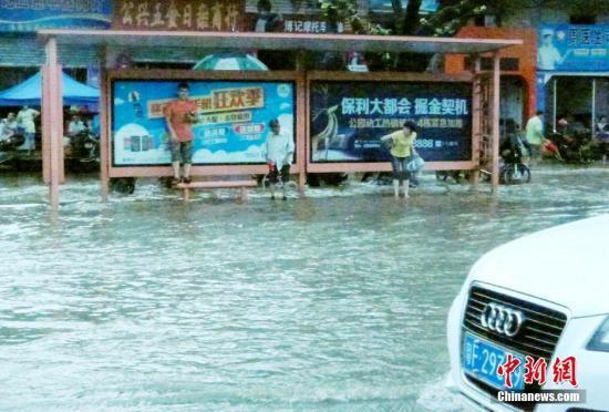 中国南方多地遭暴雨袭击 广东局地有特大暴雨