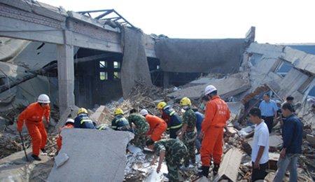 吉林四平造纸车间爆炸坍塌8工人被埋 2人遇难