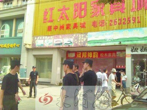 高清图—河南驻马店市西平县男子丁金华杀5人后逃窜