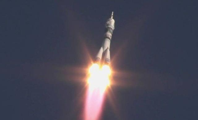 俄罗斯成功发射一颗超6吨军用通信卫星