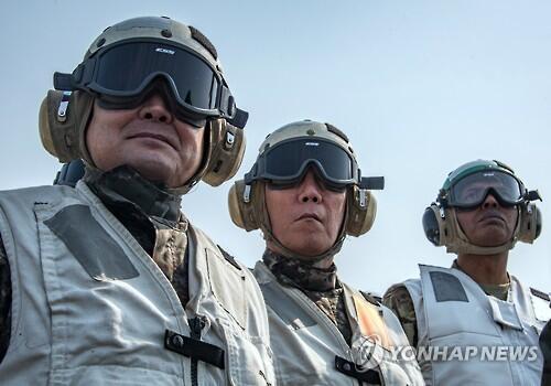 韩联参议长和韩美联军司令参观韩美军演和美航