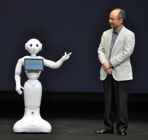 日本推出首款有感情机器人:能与人类对话(图)