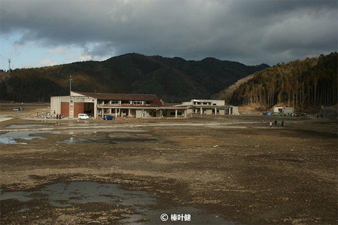 海啸后的宫城县大川小学。