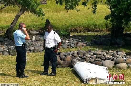 印度洋留尼旺岛的法国空军基地成员7月29日表示,当地时间7月29日,在该岛海岸线上发现飞机残骸。目前调查人员正检查该残骸是否与2014年失踪的MH370航班有关。