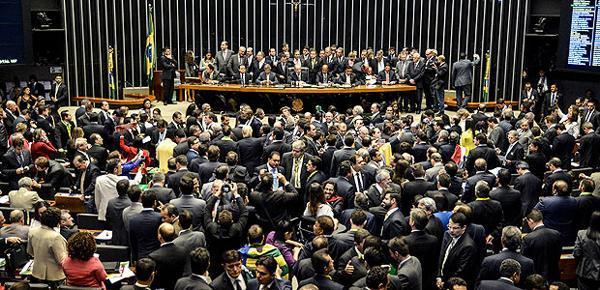 巴西众院弹劾总统案获通过 罗塞夫政党承认落败